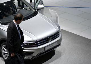 Settore auto in calo, minacciato da guerra commerciale