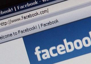 Facebook crolla in Borsa dopo scandalo dati usati per sostenere Trump