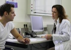 Canada, medici protestano: vogliono salari più bassi