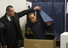 Rebus governo: Berlusconi apre al M5S ma Di Maio corteggia il PD
