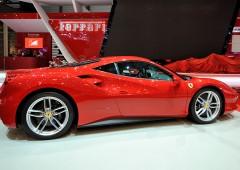 Auto elettriche, Ferrari testa la sua prima auto ibrida