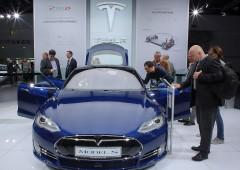Tesla crolla a Wall Street tra riduzione orario e bocciatura analisti