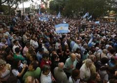Argentina ricorre all'FMI e popolo scende in piazza