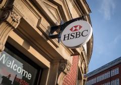 HSBC: utili semestrali in crescita, si dimette a.d. Flint