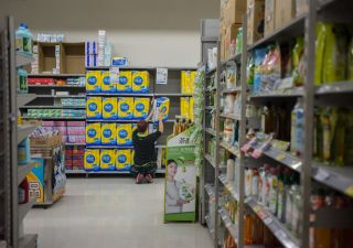 Consumatori beffati: prodotti ridotti, ma prezzi invariati