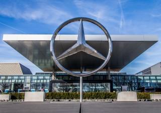 Primi effetti guerra dazi: Daimler lancia profit warning