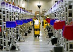 """""""Non siamo robot"""": protestano i lavoratori di Amazon"""