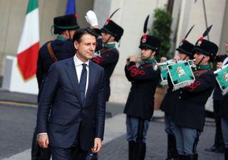 Governo Conte incassa la fiducia: primo impegno il G7
