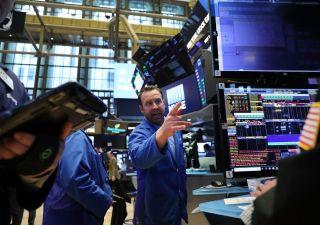 Mercati in fibrallazione, Atlantia preda delle vendite. Re dollaro è tornato