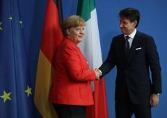 """Migranti, Merkel apre a Conte: """"pronti a collaborare"""". Ma così il suo governo può saltare"""