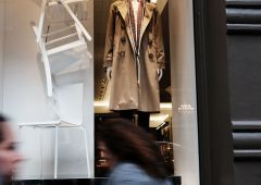 Burberry shock: bruciati 20mila trench. Strategia aziendale