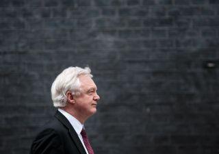 Governo May si sfalda: si dimette ministro Brexit