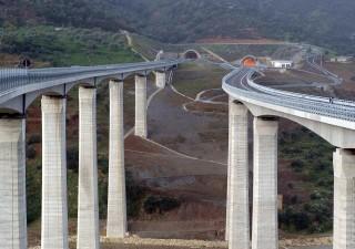 Investimenti infrastrutture: Italia, dieci anni di tagli