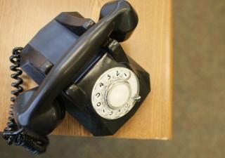 Francesi dicono addio al telefono fisso, dal 2023 solo Voip