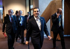 Grecia, governo Tsipras verso la fiducia: rimonta dei bond