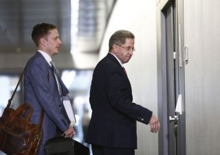 Germania: capo 007 vicino all'estrema destra, coalizione in bilico
