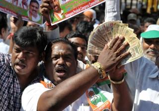 India: Borsa e banche sotto attacco, boom volatilità
