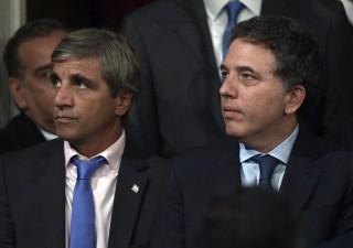Argentina: si dimette banchiere centrale, peso sempre più giù