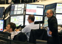 Borse tengono, ma Bond sotto pressione: Ue boccerà legge di bilancio Italia