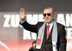 "Turchia, Erdogan: ""abbassiamo i tassi"". Lira sprofonda"
