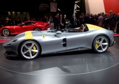 """Salone Auto di Parigi: ecco supercar di Bugatti """"Divo"""" e Ferrari retrò"""
