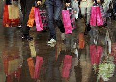 Americani sempre più indebitati per fare shopping, vola credito revolving