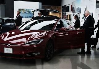 Tesla, tonfo a Wall Street dopo il taglio ai prezzi della Model 3