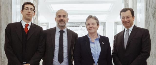 In mezzo nella foto Davide Iacovoni, nuovo custode del debito pubblico, e Maria Cannata, la dirigente che con il nuovo governo è stata sostituita nell'incarico presso il Tesoro