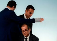Governo in bilico: il piano del M5S se la Lega si smarca