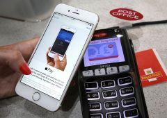 Pagamenti: UBS e Credit Suisse accusate di boicottare Apple e Samsung