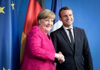 Europa, Merkel e Macron rafforzano asse franco-tedesco a Parigi