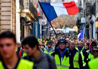 Francia, gilet gialli: ancora scontri, governo valuta stato di emergenza