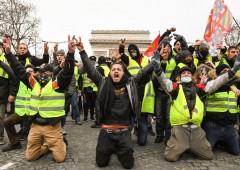 Gilet gialli: proteste non si placano, Macron in bilico