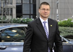 """Dombrovskis apre agli Eurobond, """"ma logico usare il MES"""""""