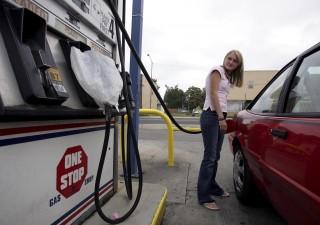 Vittoria dei gilet gialli: moratoria su rincaro tasse benzina