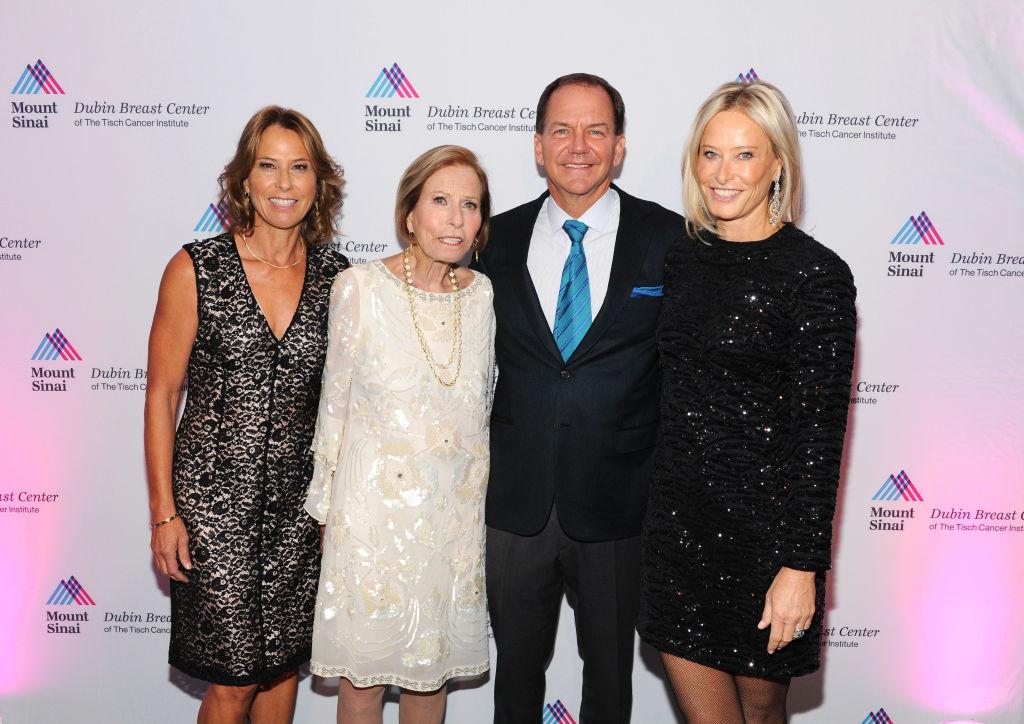 Sonia Jones, Paul Tudor Jones e altri ospiti partecipano alla cerimonia Dubin Breast Center Annual Benefit presso la sala Ziegfeld a New York nel dicembre del 2017