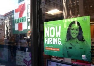 Lavoro Usa: boom di posti malgrado shutdown, salari deludono