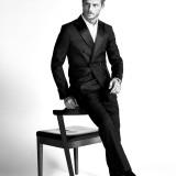 Tuxedo e camicia: Dsquared2; orologio: Piaget; calze: Alto Milano; scarpe: Doucal's