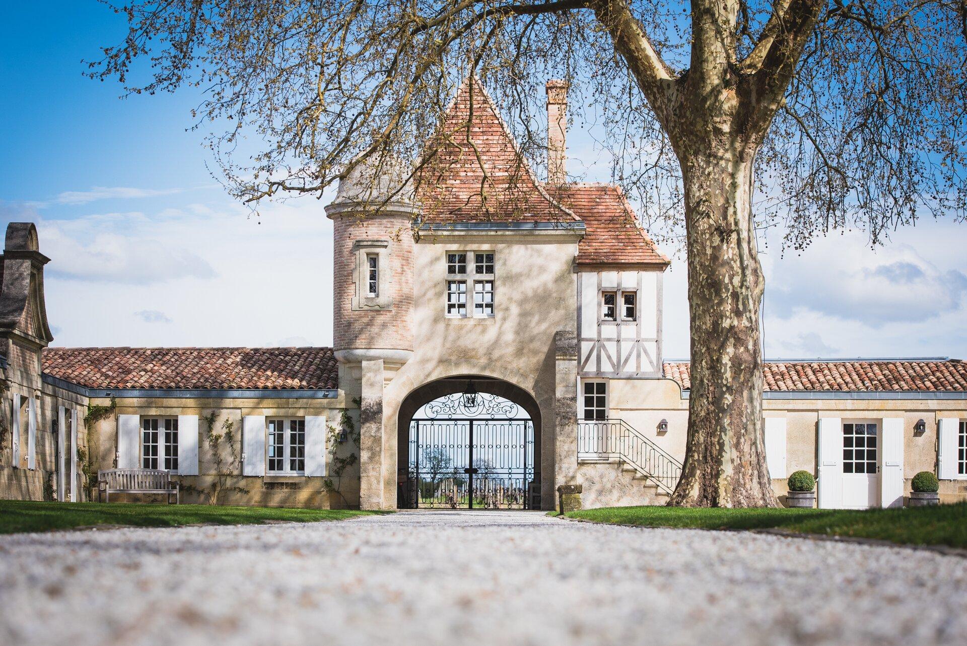 2_chateau_rauzansegla_latour1