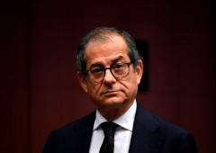 Governo riconosce rischio recessione, Tria sdrammatizza