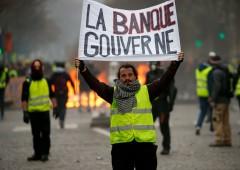 Gilet gialli incitano a svuotare conti correnti: a rischio bond Eurozona