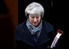 May offre sue dimissioni in cambio del Brexit deal, unionisti dicono no