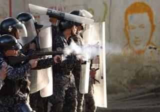 Venezuela, futuro in mano all'esercito: esclusa per ora invasione Usa
