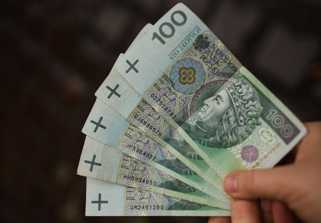 Polonia: una banconota da 100 zloty: 1 euro vale circa 4,3 zloty polacchi