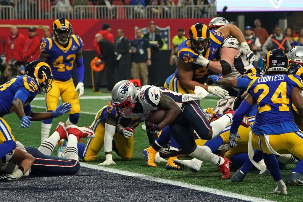 I Patriots l'hanno spuntata sui Rams grazie a una prova stellare della difesa e degli special team in una partita a lunghi tratti noiosa