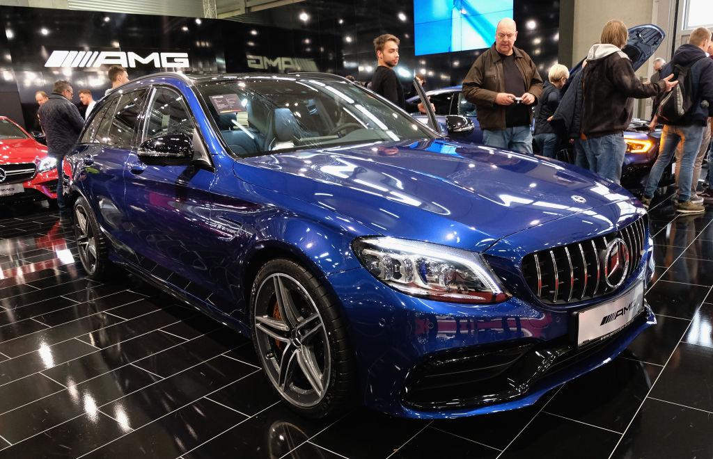 Il fatturato di Daimler è cresciuto del 2% per Daimer nel quarto trimestre, mentre gli utili sono calati del 22%