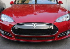 Tesla Model 3 congelate per il freddo: clienti Usa irritati