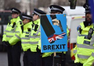 Brexit: con no-deal, grande fuga dai fondi immobiliari