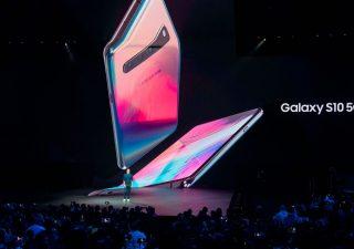 Samsung presenta smarthpone pieghevole, con wallet per criptovalute