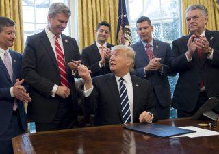 Trump, tweet sull'Opec e il petrolio sbanda